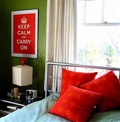 red-pillow-bed